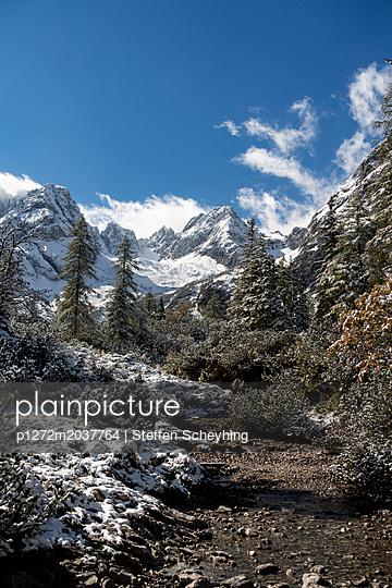 Berglandschaft im Winter - p1272m2037764 von Steffen Scheyhing