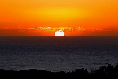 Pacific Ocean sunset - p1399m1528861 by Daniel Hischer