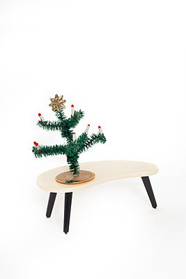 Small table - p647m1119962 by Tine Butter
