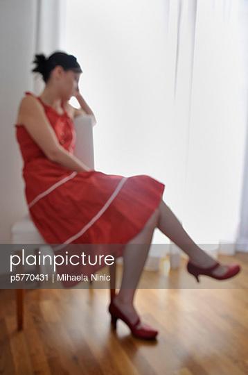 Frau im roten Kleid - p5770431 von Mihaela Ninic