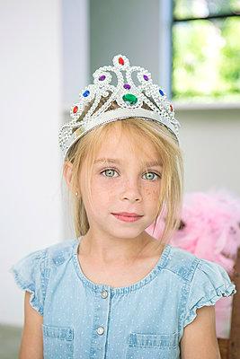 Mädchen mit Krone - p1156m1591862 von miep