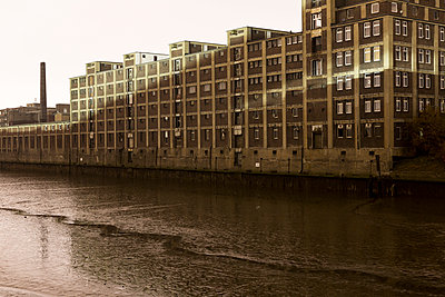 Old warehouse in Hamburg - p834m885807 by Jakob Börner