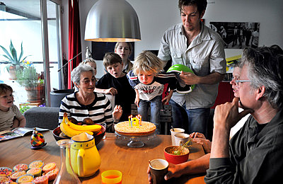 Birthday party - p896m919428 by Amber Beckers