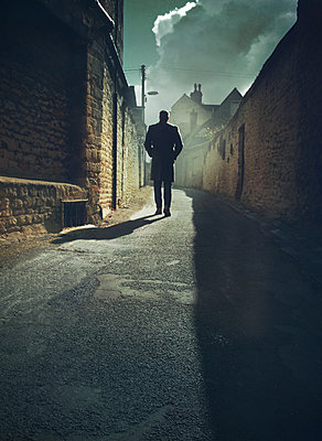 Man in alley - p984m1222322 by Mark Owen