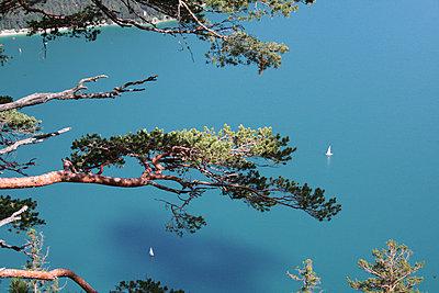 segelschiffe auf see - p627m672455 by Marion Blomeyer