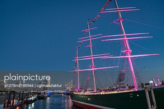 Lichterspiele am Hamburger Hafen - p1275m2185944 von cgimanufaktur