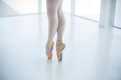 Ballerina practicing ballet dance - p1315m1230708 by Wavebreak