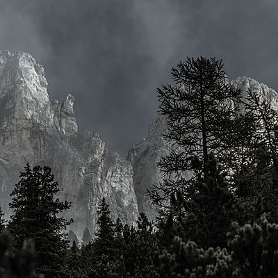View of mountain mass at twilight, Dolomites - p1624m2195942 by Gabriela Torres Ruiz