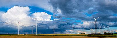 Germany, Tomerdingen, wind park - p300m2030612 by Walter G. Allgöwer