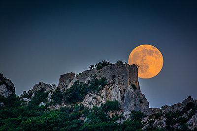 Full moon over a ruined castle - p829m2295713 by Régis Domergue
