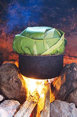 Africa, Uganda, Africa, Uganda, Cooking, Food in banana leaf - p1167m2283437 by Maria Schiffer