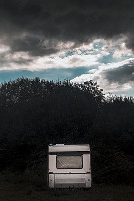 The mysterious caravan - p1245m1148696 by Catherine Minala