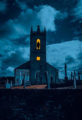 Church and graveyard at night, Dundalk, Ireland - p1681m2283653 by Juan Alfonso Solis