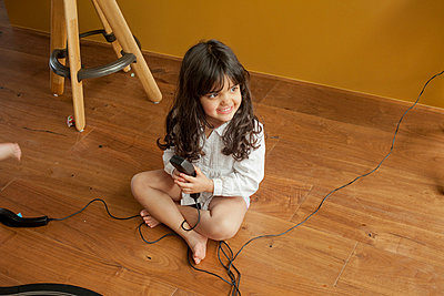A little girl playing by herself - p429m824242f by Franck Sauvarie