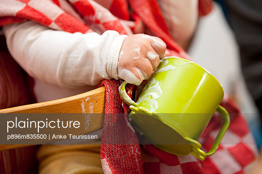 Child holds dirty mug - p896m835500 by Anke Teunissen