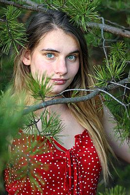 Hübsche junge Frau - p1019m2134120 von Stephen Carroll