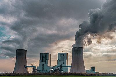 Germany, Grevenbroich, modern brown coal power station - p300m2058789 von Frank Röder