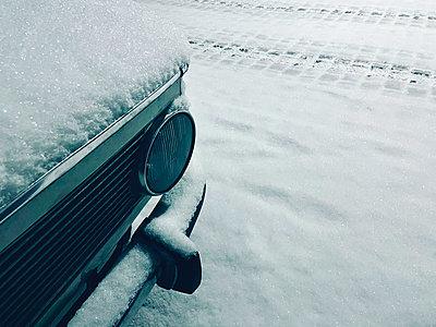 Snowcapped bonnet and bumper - p851m2245572 by Lohfink