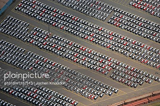 Parkplatz am Überseeterminal Bremerhaven - p1016m1137513 von Jochen Knobloch