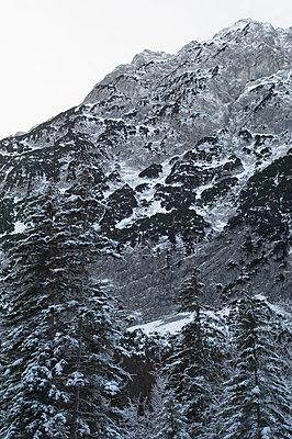Schneebedeckter Karwendel, Hinterriß, Tirol, Österreich - p1316m1160378 von Peter von Felbert