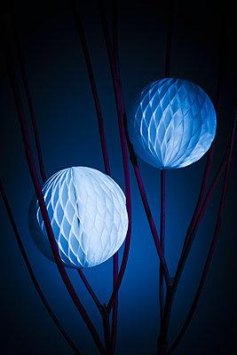 Honeycomb balls - p1149m1492898 by Yvonne Röder