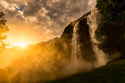 Sunset at Acquafraggia Waterfall in spring. Valchiavenna, Valtellina, Lombardy, Italy, Europe. - p651m2135835 by Francesco Bergamaschi