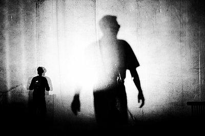 Silhouetten im Zwielicht - p1411m2128330 von Florent Drillon