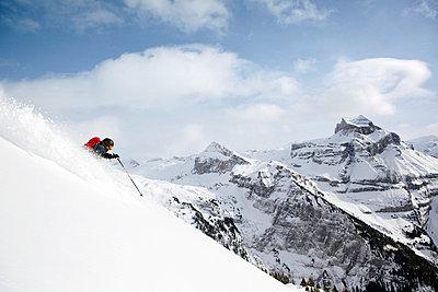 Skier in Engleberg - p3227366 by Simo Vunneli
