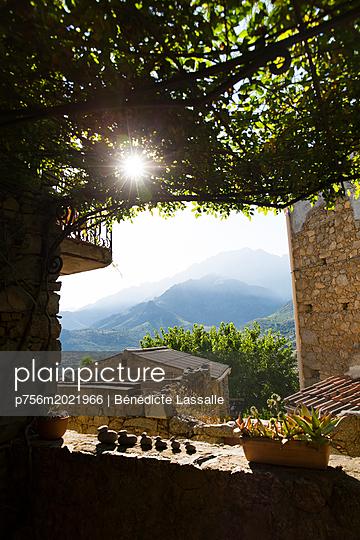 View of mountain range - p756m2021966 by Bénédicte Lassalle