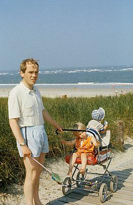 Kinder beisammen halten - p2440082 von Maike Mia Höhne