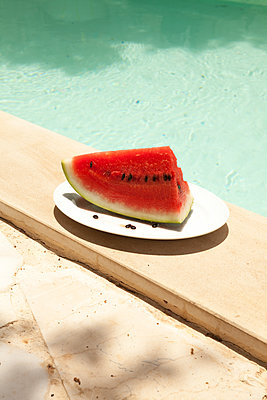 Melon at the pool - p454m2016091 by Lubitz + Dorner