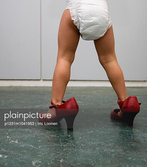Toddler on high heels - p1231m1041953 by Iris Loonen