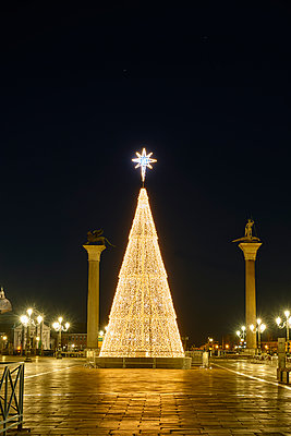 Lighted Christmas tree and Columns of Saint Mark and Saint Theodore  - p1312m1575192 by Axel Killian