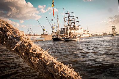 Hafen - p179m2093047 von Roland Schneider