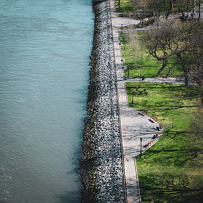 Pleasure ground on the waterfront of Hudson River, New York City, USA - p758m2181752 by L. Ajtay