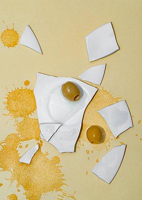 Broken plate with olives - p971m2247704 by Reilika Landen