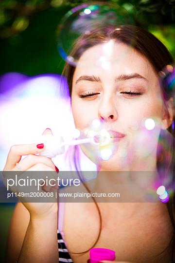 Soap bubbles - p1149m2000008 by Yvonne Röder