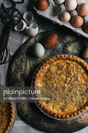 Farm fresh eggs and pie recipe from overhead - p1166m2191960 by Cavan Images