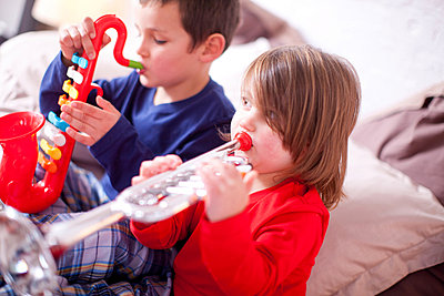 Two young children playing toy instruments - p429m819937f by Zero Creatives