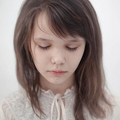 Portrait of sad Caucasian girl - p555m1444271 by Vladimir Serov
