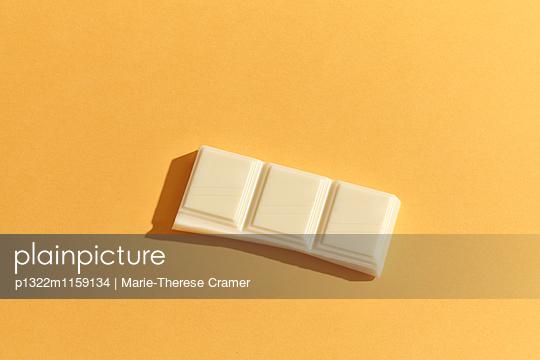 Ein Riegel weisse Schokolade - p1322m1159134 von Marie-Therese Cramer