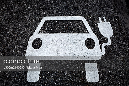 Symbol for a charging ststion for electric vehicles on tarmac - p300m2140593 by Maria Maar