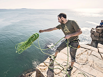 Climbers preparing to climbing on Otter Cliffs, Acadia National Park, Maine, USA - p343m2032933 by Chris Bennett