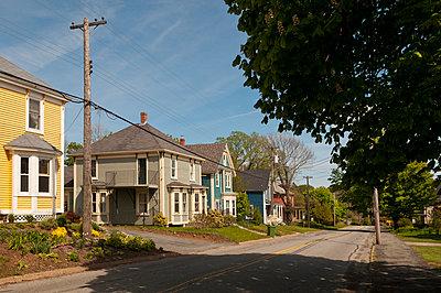Wohngebiet in Lunenburg - p470m1059345 von Ingrid Michel