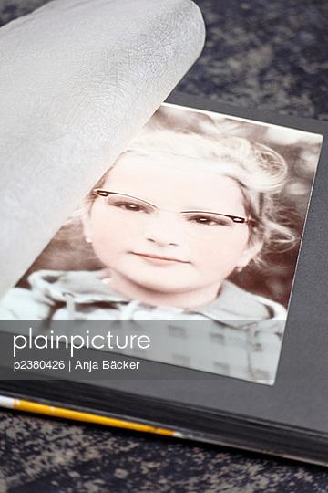 Mädchen in den 50ern - p2380426 von Anja Bäcker