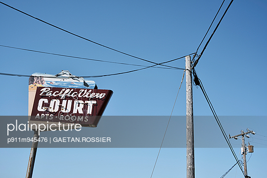 Pacific View Court - p911m945476 by Gaëtan Rossier