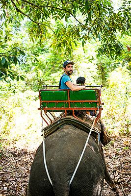 Elefantenritt - p680m1511519 von Stella Mai