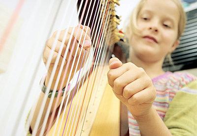 Harfe spielen - p2871768 von R. Mohr