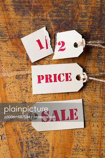 Sale tags, half-price - p300m1587534 von zerocreatives