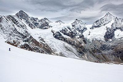 Snowcapped mountain range in winter - p327m1216604 by René Reichelt